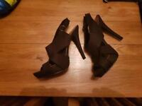 Black shoe with 5inch heel