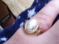 9ct Gold Cameo Ring--hallmarked