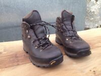 Zamberlan hiking boots ,size 5