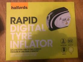 Halfords Rapid Tyre Inflator Digital Electric 12V 120PSI Backlit Display Torch