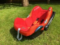 Travel in style - Maxi-Cosi Cabrio Hot Orange, with white summer cover, winter cover (0-13 kg)