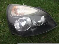 CLIO MK 2 HEADLIGHT O/S DRIVER SIDE WITH BULBS ALL COMPLETE.