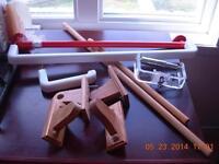 Lot 7/2plastique barre serviet/2bois/1crochet plast/2papiertoil