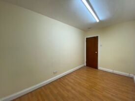Double/Twin room available in West Acton, next to Central Line. Bathroom shared with only 1 person.