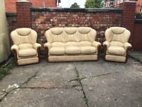 BEIGE LEATHER 3 PIECE SUITE 3 SEATER AND 2 CHAIRS VERY GOOD CONDITION LOVELY SUITE BARGAIN AT £499