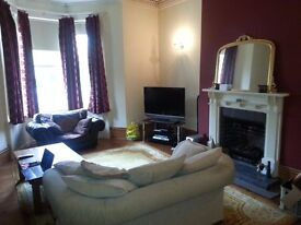 Large Luxurious 1 Bedroom Flat in Conservation Area With Allocated Parking. Close to Metro & Shops