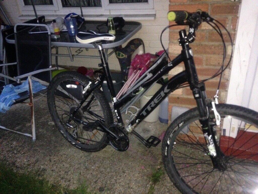 Girls /ladies trek bike hardly used good as new