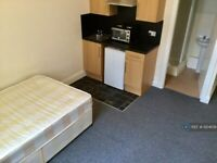 Studio flat in Huddersfield Road, Mirfield, WF14 (#1204139)