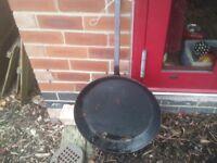 "18"" diameter pan HUGE very good condition NO RUST (Sherwood)"