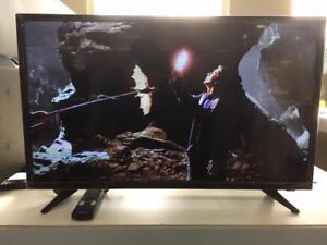"INSIGNIA 32"" LED TV 720p (NS-32D311NA17)"