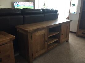 Showroom Condition Original Rustic Solid Oak Large TV Cabinet (W) 145cm x (H) 60cm x (D) 43cm