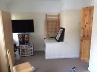 Double Room for rent, Bramley