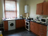 2 bedroom main door small private garden swap for 2 bedroom ground flat/lift