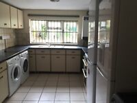 EXTRA LARGE 3 SINGLE AND 2 DOUBLE ROOM AVAILABLE near to BLACKHORSE ROAD STATION