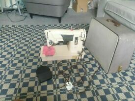 Straight stich Electric Singer Sewing Machine with all its parts GOOD CONDITYION AND FULLY WORKING