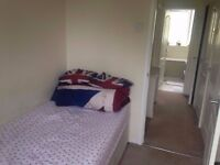 Single room, 9 mins to tube, all bills inclusive, lounge, friendly, available now £125 pw