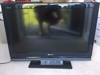SONY BRAVIS 32 INCHES FREEVIEW LCD TV WITH ORIGINAL REMOTE