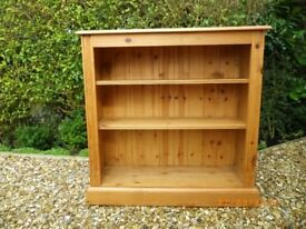 Pine bookcase with adjustable shelves