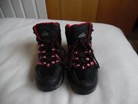 Boys Boots - Hiking / Snow - Size 4 (not infant)