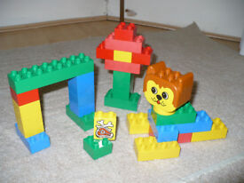 Vintage Lego Duplo Small Bucket Set 1805 (dog head) from 1995.