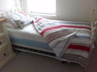 Single bed with pull out trundle