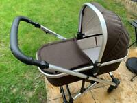 MON (MOON Nuova) pram with Moses basket and toddler seat