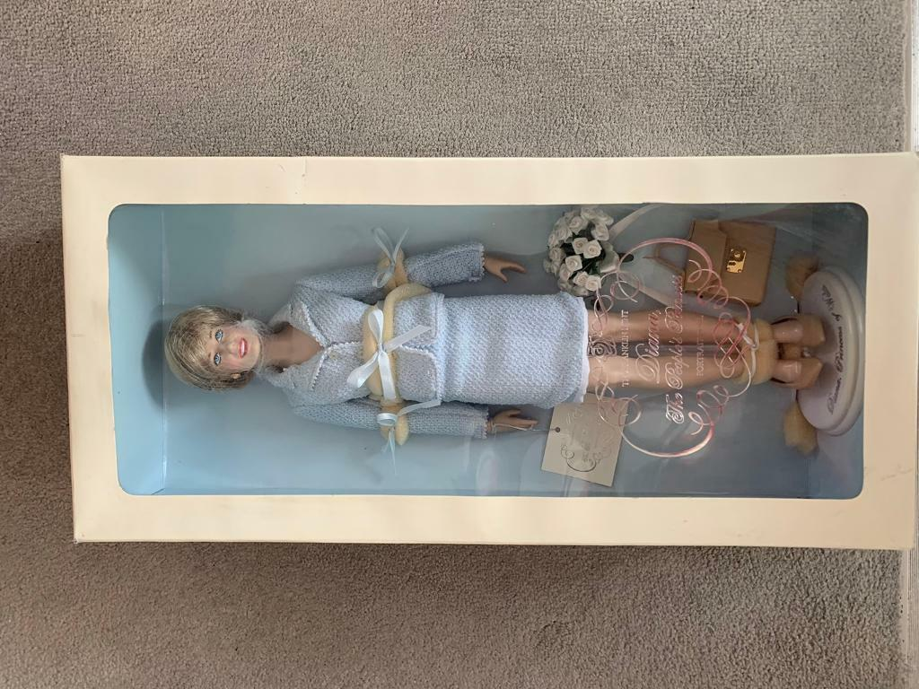 The Franklin Mint - Diana The Peoples Princess Doll