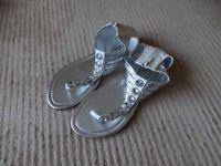 White cuff sandals sz 5 brand new