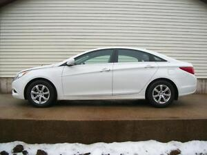 2011 Hyundai Sonata 4 DR AUTO WITH AC AND CRUISE