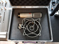 sE Electronics sE2200a Condenser Microphone - Inc cradle, pop shield and carry case