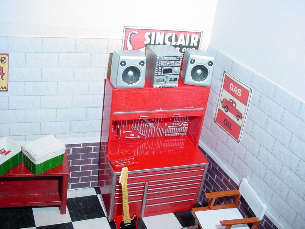 1/25 Resin Home Shop Garage Stereo w/ Speakers CD Tape Playe