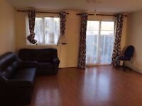 2 twin//triple double rooms+PRIVATE GARDEN,LIVING ROOM,moment Bethnal Green,Whitechapel, Tesco 2 w/c