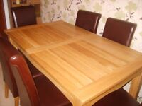 SOLID OAK(EXTENDING) DINING ROOM TABLE (Pristine Condition)