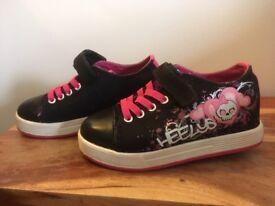 Girls authentic heelys size 13.