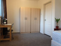 MILE END, ZONE 2, ALL BILLS INCLUDED, DOUBLE ROOM FOR A COUPLE