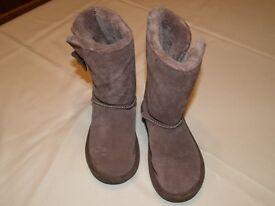 Girls brown fleece boots, TU Sainsburys, size 1