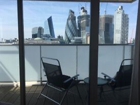 Single room with double bed with great view to rent in Aldgate East.