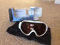 Ski accessories: goggles, clothing etc