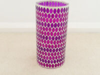 LOVELY GLASS VASE IN SHADES OF PURPLE.