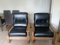 BLACK LEATHER OAK FRAMED 2 CHAIRS & 3 SEATER SOFA