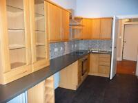 Lovely bright spacious freshly decorated one bedroomed flat in Shawlands ready for immediate entry