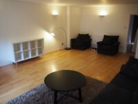 Large Ensuite Room - 1 Min Walk to Shadwell DLR - Sharing with 2 female Chinese professionals