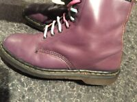 DR MARTENS AMAZING CONDITIONS SIZE 7.5-8 ONLY 29!!!