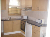 034K -FULHAM - LARGE DOUBLE STUDIO FLAT, SEPARATE KITCHEN, BILLS INCLUDED-£270WEEK