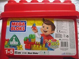 Box of 85 MegaBloks