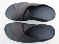 Navy suede FitFlop, size 6