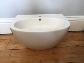 Delisi bathroom basin sink in ceramic brand new