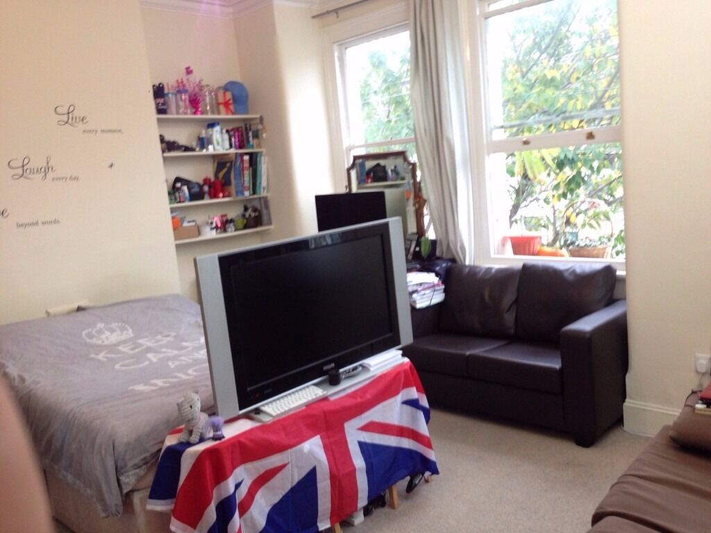 DOUBLE ROOM AVAILABLE IN HAMMERSMITH