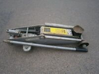 Car, hydraulic 2 ton jack, old but in good working condition with jack handle, heavy duty.