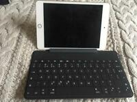 Logitech Wireless Keyboard and Stand for Tablet/ipad